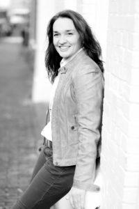 Cecile van Mierlo uw gastvrouw bij Atelier Cilhouette in Eindhoven voor naailes, maatkleding Carnavalskostuums en verstelwerk