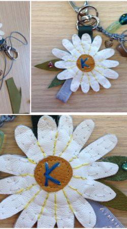 Sleutelhanger madeliefje in leer Atelier Cilhouette ibiza style
