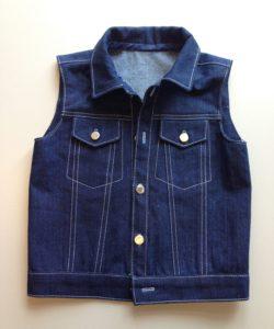 Stoer jongens jeans gilet gemaakt door Gulsen in de  naailes bij Atelier Cilhouette