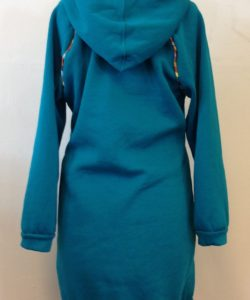 Achterkant tricot hoodie gemaakt door Caroline