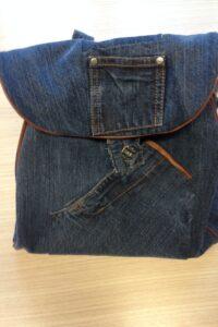 tas van oude jeans gemaakt door Ilse