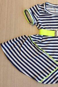 tricot jurkje met bretonsesstreep gemaakt door Caroline in de naailes Atelier CiIlhouette Eindhoven