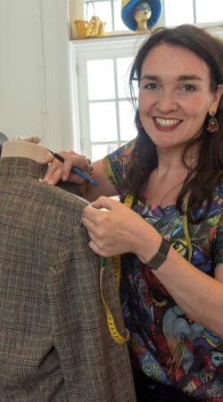Cecile van Mierlo geeft naailes in Atelier Cilhouette in Eindhoven