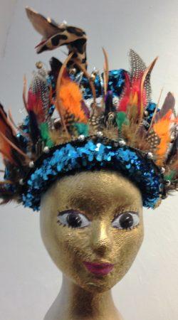 Hoofdtooi met veren voor carnavalskostuum