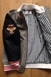 jackje met skaileren armen en applicaties gemaakt door Mieke
