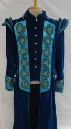 blauwe fluwelen prinsenjas met aqua details en Marokkaans kant