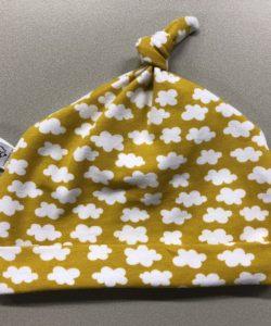 babymutsje gemaakt door Juul naailes Atelier Cilhouette