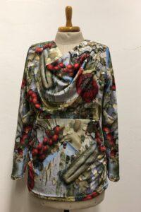 T-shirt zelf ontworpen crepe tricot gemaak door Caroline in de naailes